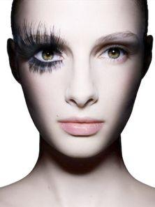 Ellis Faas    Makeup artist