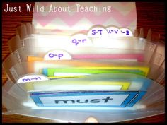 Just Wild About Teaching: Organize that Word Wall! Classroom tips on organization.