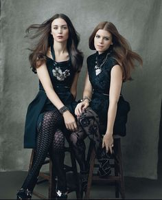 Rooney Mara and Kate Mara in 2009