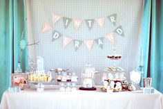 Winter One-Derland Birthday Party - #winterparty #partytable