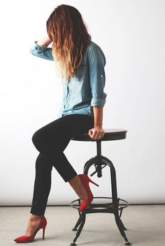 Wardrobe basics: denim shirt, black skinny, red heel.
