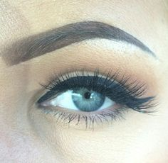 Wing liner and bold eyebrows