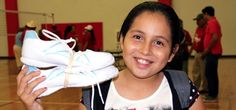 Hispanic Baptist volunteers distribute shoes, school supplies to Valley children : Buckner News