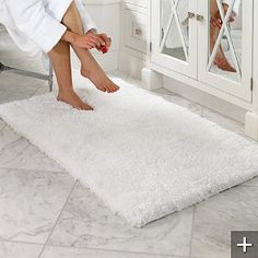 http://www.frontgate.com/belize-memory-foam-bath-rug/bed-bath/bath-towels-guest-towels/374141?isCrossSell=true&strategy=23