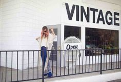Liz from Late Afternoon finds the best vintage from The Fine Art of Design. #DreamingInBlue