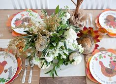 A beautiful (and easy!) Thanksgiving Centerpiece for the adult and kid tables!