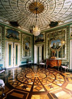 Palace of Queluz: Queen's bedroom  Portugal