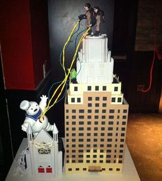 Planning a wedding? Slightly geeky? Definitely need to have 1 of these 30 geeky wedding cakes :)