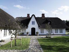 Danish country home  Looks like my Grandpa's family home in AAlborg.