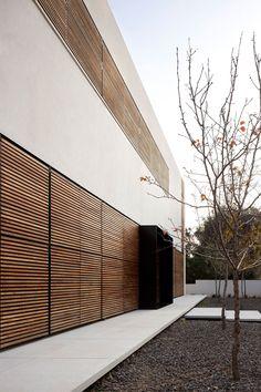 A Family House By Pitsou Kedem Architects In Kfar Shmaryahu, Israel | Yatzer