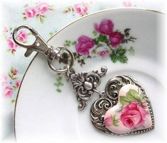 key ring, pink roses, charms, keys, shabbi chic, shabby chic, chains, queen of hearts, key chain