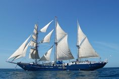 Galapagos Sailboat - S/S Mary Anne
