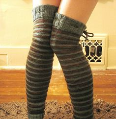 Free knit leg warmer pattern.