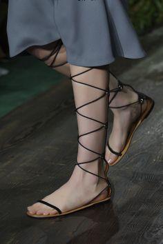 Minimal #sandals. #Valentino