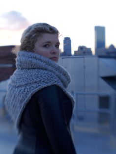 Love her version of the Hunger Games Catching Fire Katniss scarf. Free pattern download of this cowl.