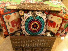 Cojines de la India / Cushions from India @Kathryn Whiteside Whiteside McLeighton Denningá
