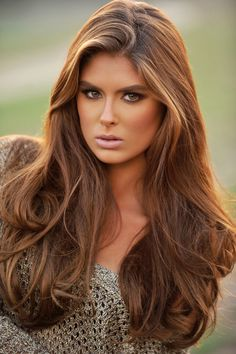 Love the base color of this model, especially with some caramel and blonde highlights.