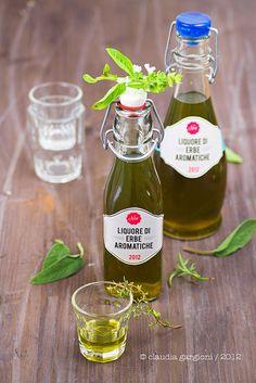 liquore di erbe aromatiche, http://ilgattogoloso.blogspot.it/2012/10/liquore-di-erbe-aromatiche.html