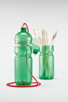 Estuche con botella de plástico