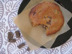 PaleOMG – Paleo Recipes – Oldie but a Goodie: Giant Vanilla Bean Chocolate Chunk Cookies (nut-free)
