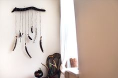 Post image for DIY Feather Wall Hanging