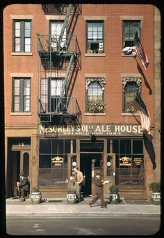 NYC. mcsorley's ale house, 1942 // charles cushman