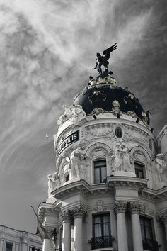 Metropolis building in the corner of Calle Alcala and Gran Via, in Madrid, Spain.