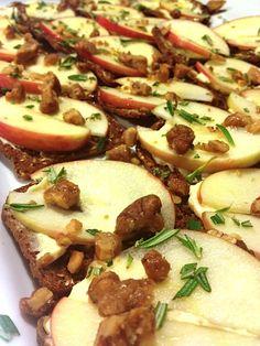 Goat Cheese, Honey Crisp Apples, Honey & Rosemary Thins | ReluctantEntertainer.com