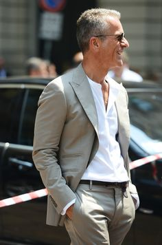 the style of a guy --suit done casually--