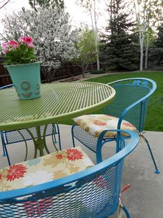 Refurbishing Wrought Iron Furniture.  Great color ideas.
