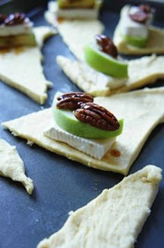 brie cheese appetizer, appl crescent, brie apple crescent, crescent rolls, perfect appet
