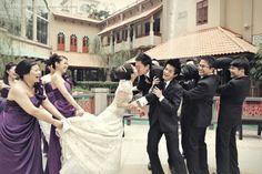 hahaha such a cute wedding photo!