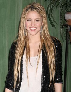 Shakiras sexy long hairstyle!