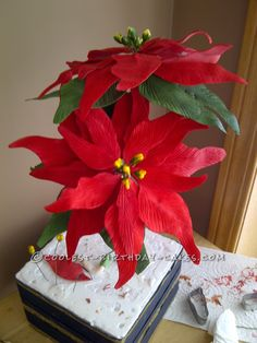 Awesome Christmas Cake... This website is the Pinterest of birthday cake ideas