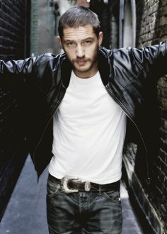 Tom Hardy <3 he looks extremely hot in this pic #myovariesexploded