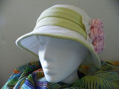 DIY linen hat with fabric roses. You can now make your own hats! Perfect for summer.