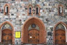 Wooden Doors of the Church of Saint George: Sopot, Poland / photo by photoola