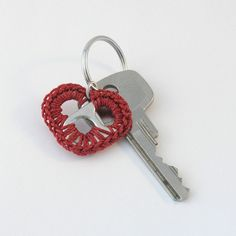 easy crochet keychain, craft, crochet pop, pop tabs, heart keychain, red heart, tab heart, keychain poptabitemsimak, red pop
