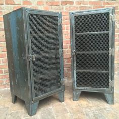 Industriel on pinterest armoires atelier and coins for Meuble porte grillagee