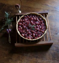 Red Grape Tart with Rosemary Almond Cookie Crust | une gamine dans la cuisine