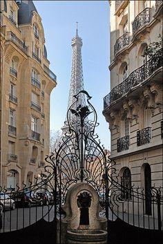 Le square Rapp , Paris