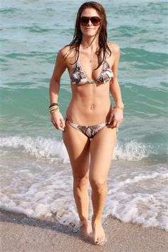 Maria Menounos shows off her incredible abs in a snakeskin bikini on the beach.