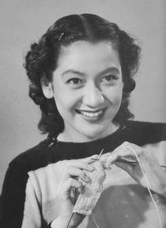 Setsuko Hara knitting