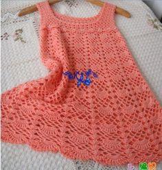Encantador vestido de crochet en color durazno.
