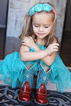 So precious!  love the red boots with the turquoise. Very classy! #Cute #LittleCowgirl #CowgirlBoots