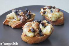Brie al forno con funghi e noci caramellate