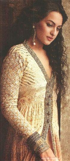 Sonakshi Sinha/Hair & Anarkali dress