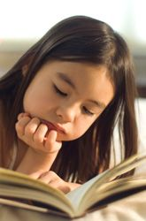 Great free article to share with parents ~ Setting kids up for success as readers.