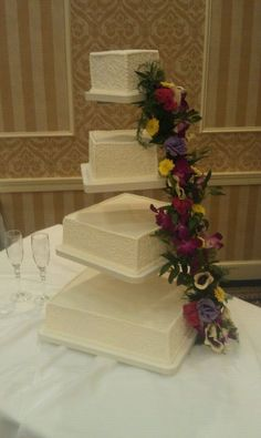 Floating Cake Stand.  Cakes By Graham, More than Just the Icing on the Cake.  http://richmondcakes.com/