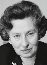 Emma Sophie Elisabeth Schwarzhaupt, deutsche Politikerin der CD, geboren 1901 in Frankfurt am Main, gestorben in ihrer Geburtsstadt 1986. Erste Bundesministerin in der Geschichte der BRD. Elisabeth Schwarzhaupt bekleidete von 1961 bis 1966 das Amt des Bundesminister für Gesundheitswesen.
